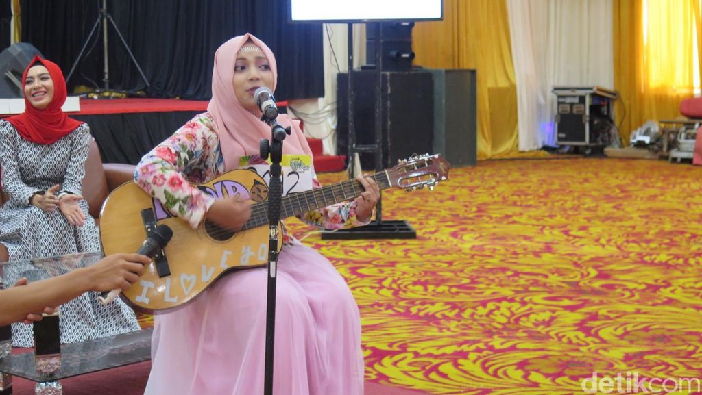 Mahasiswi Ini Hibur Audisi Sunsilk Hijab Hunt 2016 Aceh dengan Lagu India