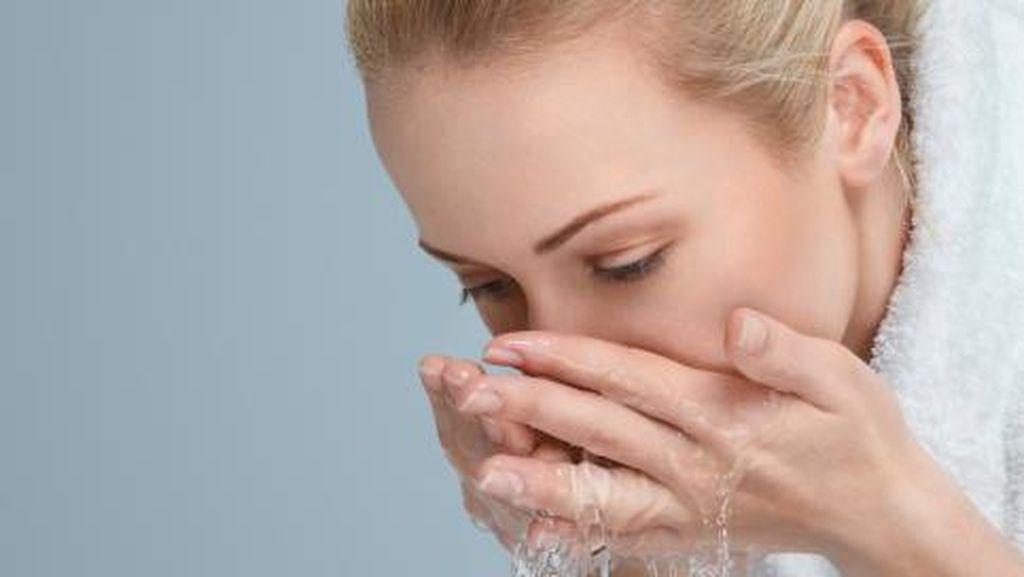 Cuci Tangan Hingga Hilangkan Bau Parfum, Ini 5 Kegunaan Lain Micellar Water