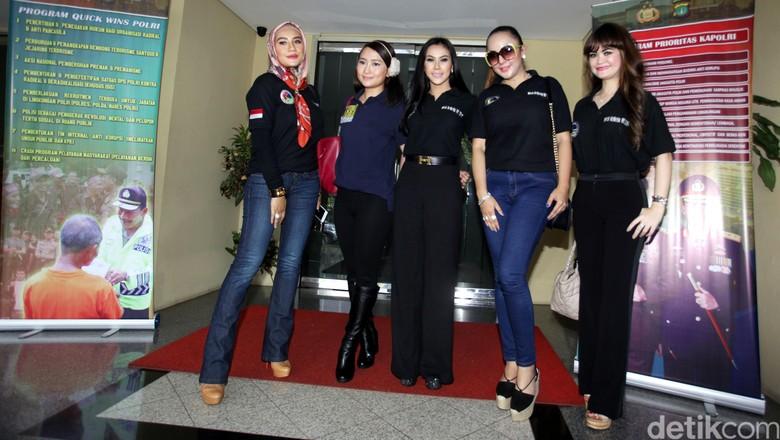 Sejumlah Artis Datangi Polda Metro Jaya