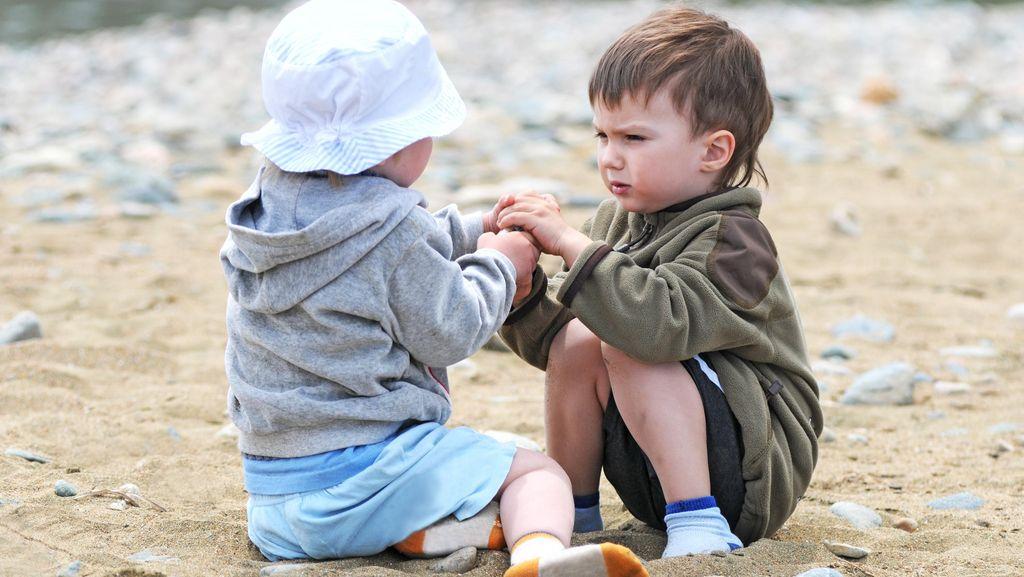 Ketika Anak Dipukul Temannya, Bagaimana Cara Tepat Menyikapinya?