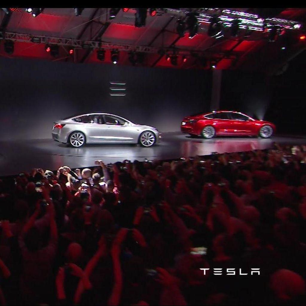 Tesla Hilangkan 2 Varian Sedan Listriknya