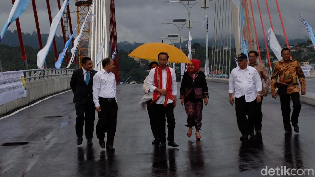 Ada Jembatan Merah Putih, Warga Ambon Tak Perlu Lagi Naik Kapal Ferry