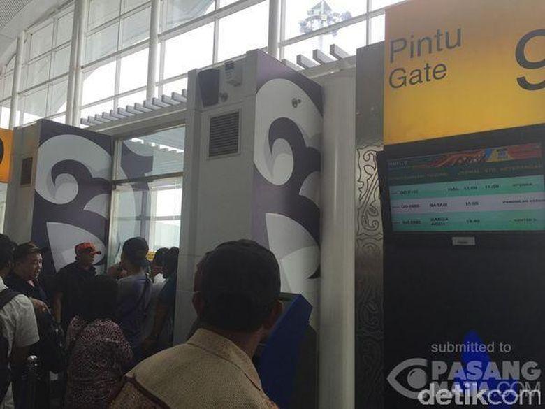 ... imbas kecelakaan pesawat Batik Air dengan pesawat TransNusa semalam