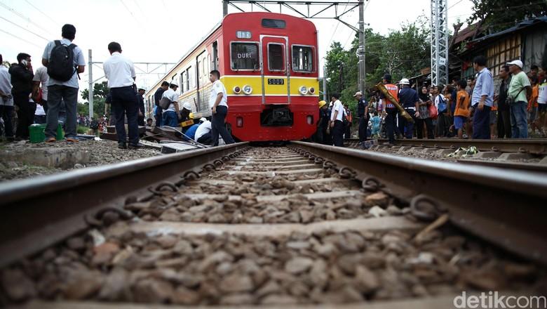 Line Artinya : Commuter line akan sampai cikarang ini stasiun baru