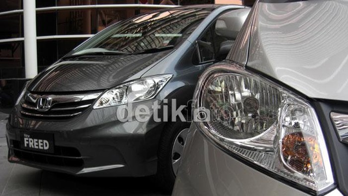 Toyota Sienta Vs Honda Freed