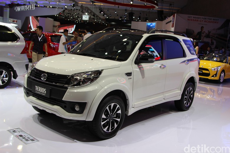 Kredit Bermasalah Bikin Jualan Mobil Turun