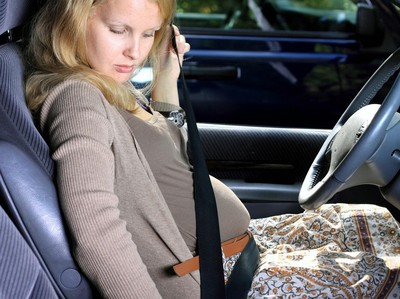 Tips Liburan Babymoon Nyaman dengan Mobil