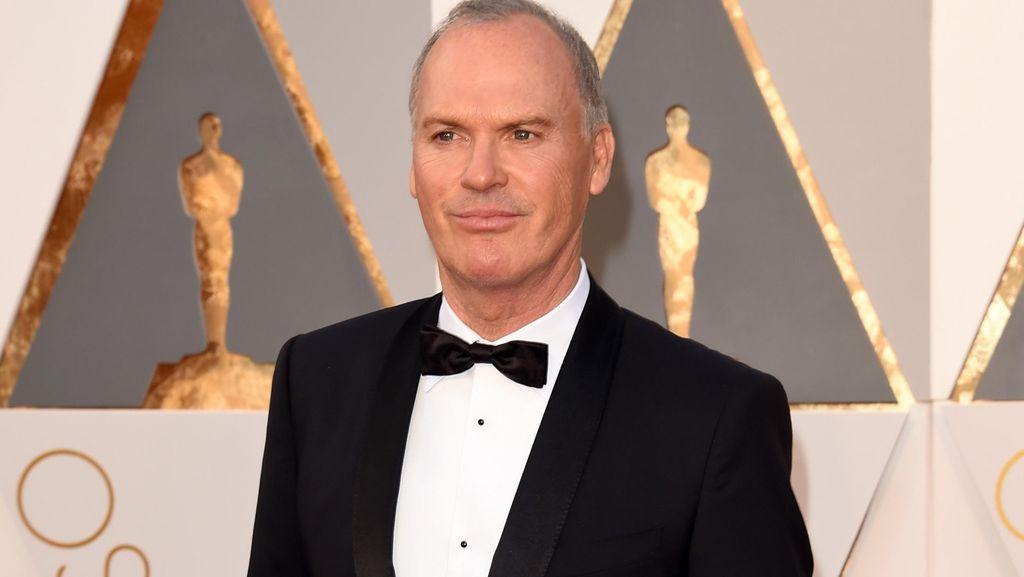 Michael Keaton Bandingkan Marvel dan DC