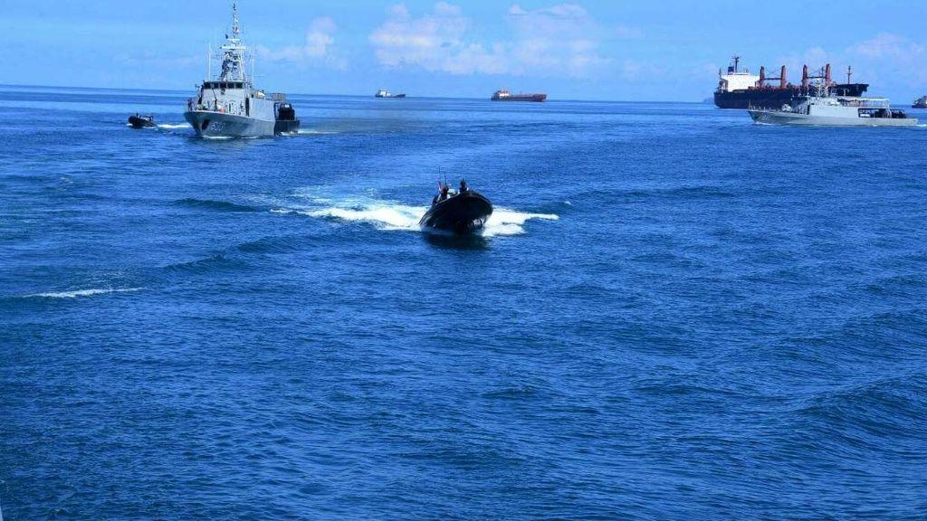 Kapal Perang AL dan Asing Tutup Rangkaian Komodo 2016
