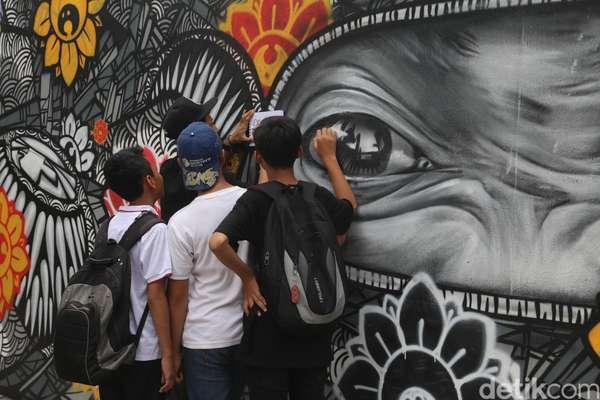 Pameran 39 sama sama 39 darbotz dan puluhan street artist for Mural kalijodo