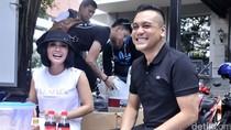 Makin Lengket! Yuni Shara dan Chiko Hakim Buka Warung di Kemang