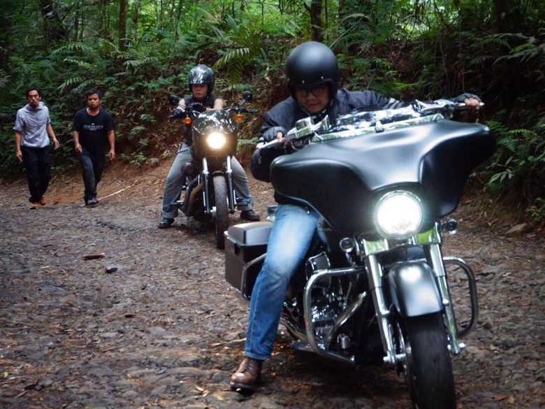 Harley-Davidson Sportster Diajak Naik-turun Bukit di Sukabumi