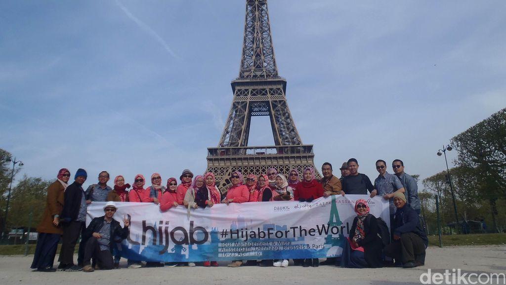 Foto: Saat Kampanye Hijab For The World Terbentang di Langit Eropa
