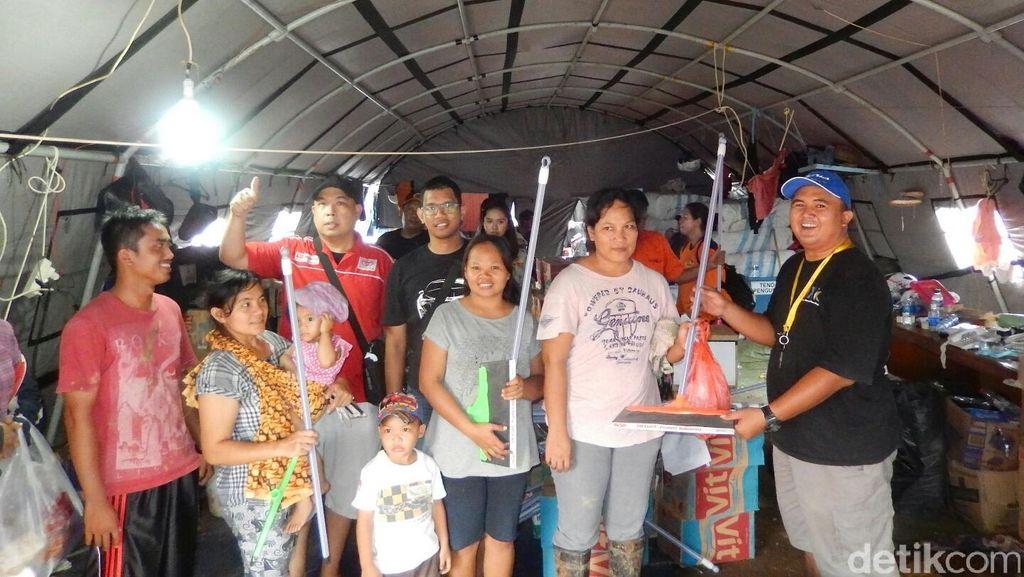 Komunitas Mobil Bantu Korban Banjir di Bekasi