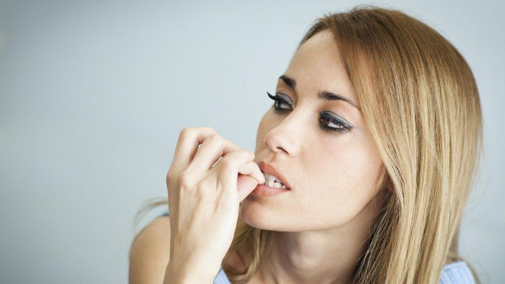 Bahaya Hobi Gigit-gigit Kuku: Dari Infeksi Hingga Gigi Rusak