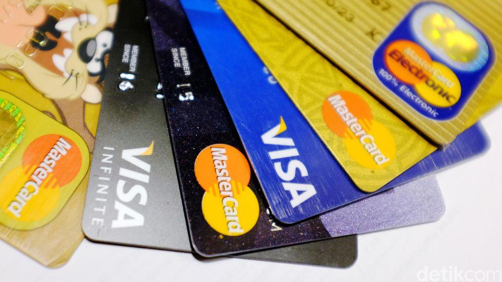 Membandingkan Bunga Kartu Kredit dengan Kredit-kredit Lain