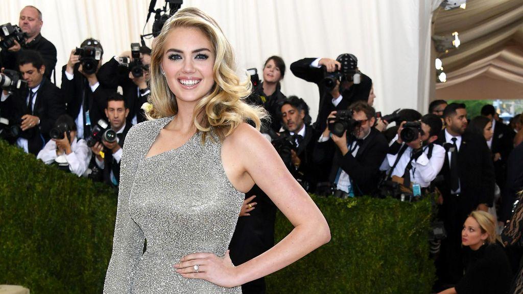 Model Seksi Kate Upton Ternyata Tak Nyaman Berbikini