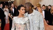 Kim Kardashian dan Kanye West Rilis Label Pakaian Anak yang Stylish