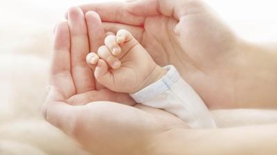 Kisah Bayi Lahir di Mobil dan Masih Terbungkus Kantong Ketuban