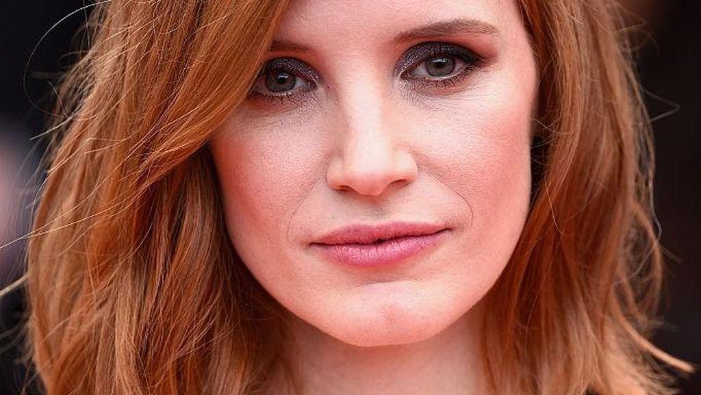 Cara Aktris Jessica Chastain Pastikan Dapat Gaji Sama dengan Rekan Prianya