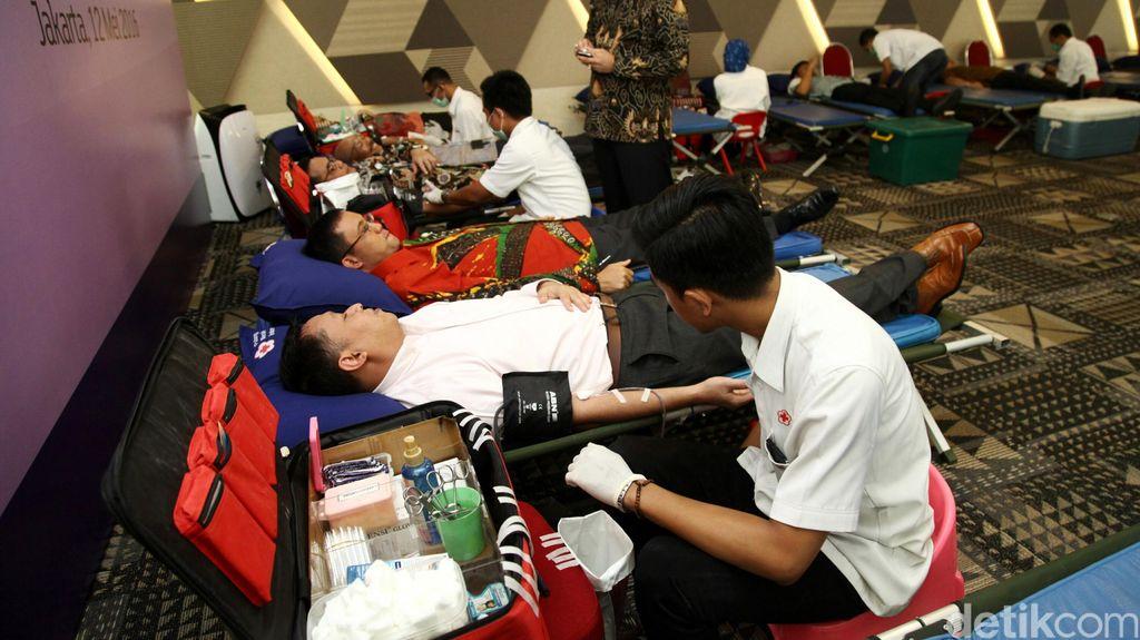 Amankah Donor Darah Saat Berpuasa? Ini Kata Dokter
