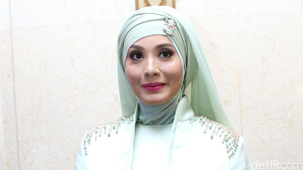 Kisah Elma Theana Cabut dari Padepokan Gatot Brajamusti