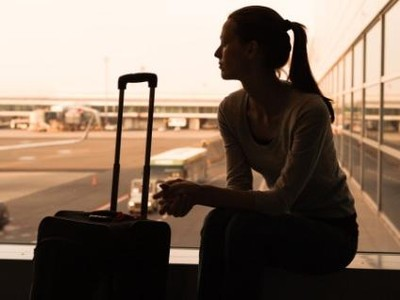 Agar Wanita yang Naik Pesawat Sendiri Tidak Diganggu Laki-laki