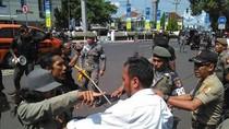 Demo Mahasiswa Tolak Perizinan Tambang Diwarnai Adu Pukul