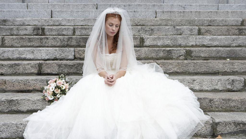 Ketahuan Selingkuh, Pengantin Wanita Diusir dari Mobil di Hari Pernikahan
