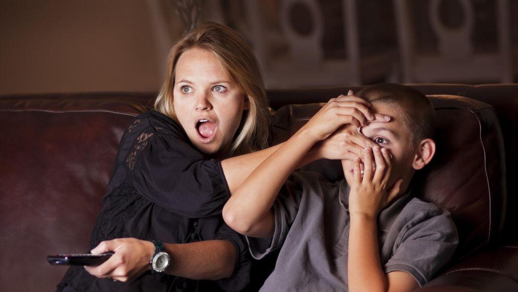 Ketika Anak Penasaran pada Berita Perkosaan, Bagaimana Menyikapinya?