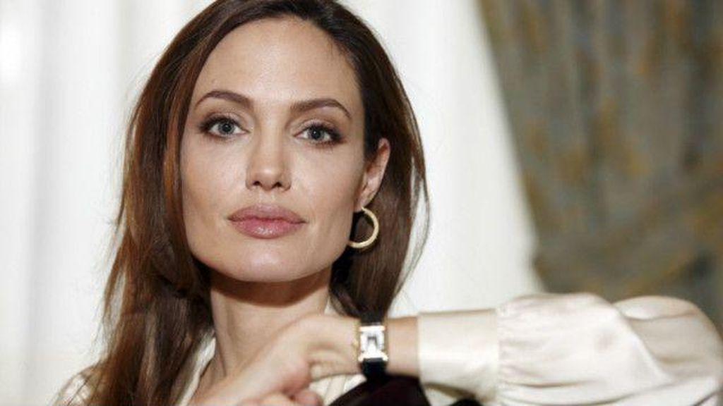 Pesinetron Shinta Muin Meninggal Dunia, Angelina Jolie Gugat Cerai Brad Pitt