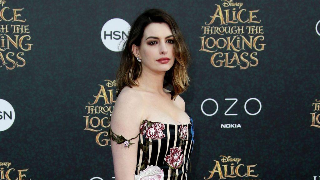 Anne Hathaway Ingatkan Wanita Agar Tak Malu dengan Tubuh Pasca Melahirkan
