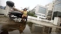 Nyetir Lewat Perlintasan Kereta Bikin Model Cantik Ini Trauma