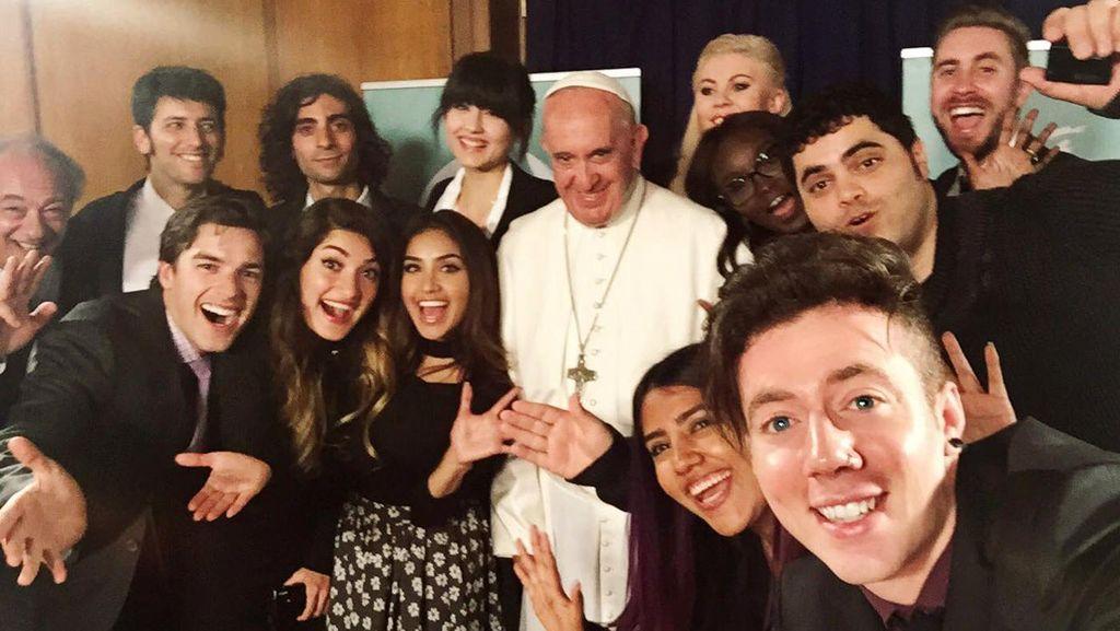 Ketika Paus Kepincut YouTuber