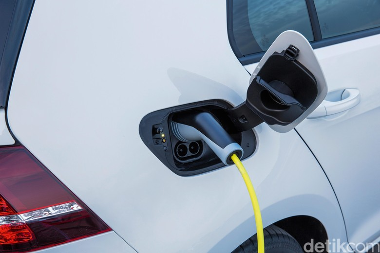 VW Berencana Lahirkan Dua Sedan Bertenaga Listrik