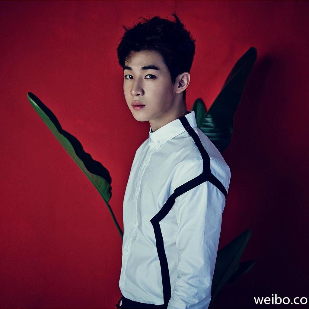 Bikin Iri! Henry Super Junior M Peluk-peluk Fans
