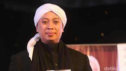 Gencar Isu Poligami, Istri Opick Ungkap Isi Hati dengan Puisi