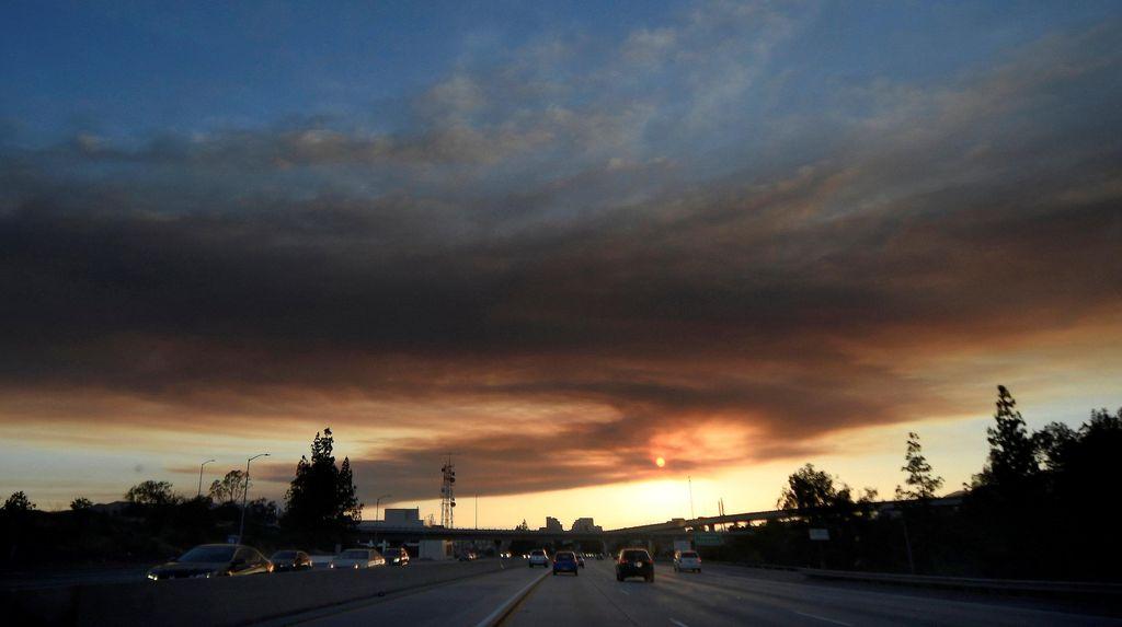 Kebakaran Hutan Dekati Los Angeles, 5 Ribu Warga Mengungsi