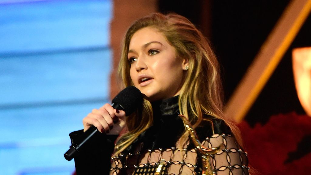 Gigi Hadid Dapat Penghargaan Our New Girlfriend di Guys Choice Awards