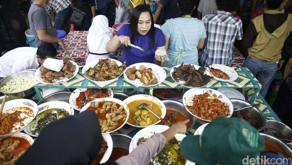 Gurihnya Omzet Jutaan dari Jualan Kuliner Ramadan Khas Daerah