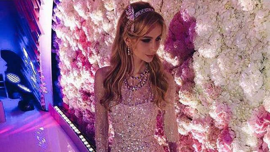 Foto: Melihat Pernikahan Anak Miliarder Rusia dengan 3 Gaun Mewahnya