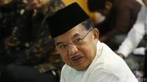 Wapres JK Salat Tarawih di Masjid Agung Sunda Kelapa