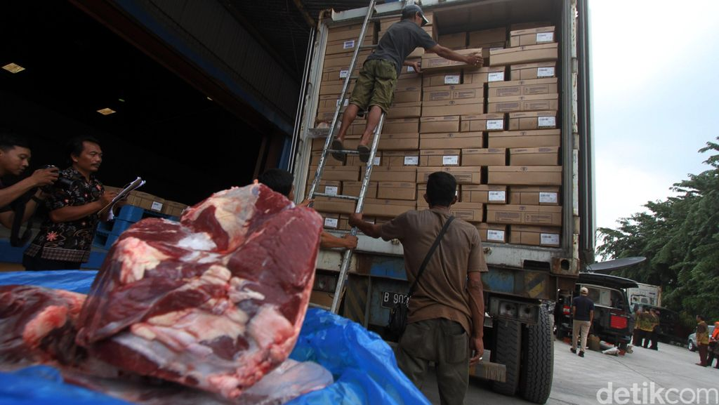 Bulog Terima 300 Ton Daging Beku Australia