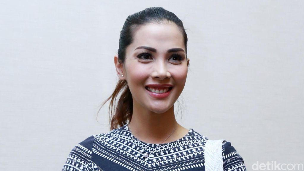 Kisah Nadia Mulya Mengatasi Bayinya yang Bingung Puting