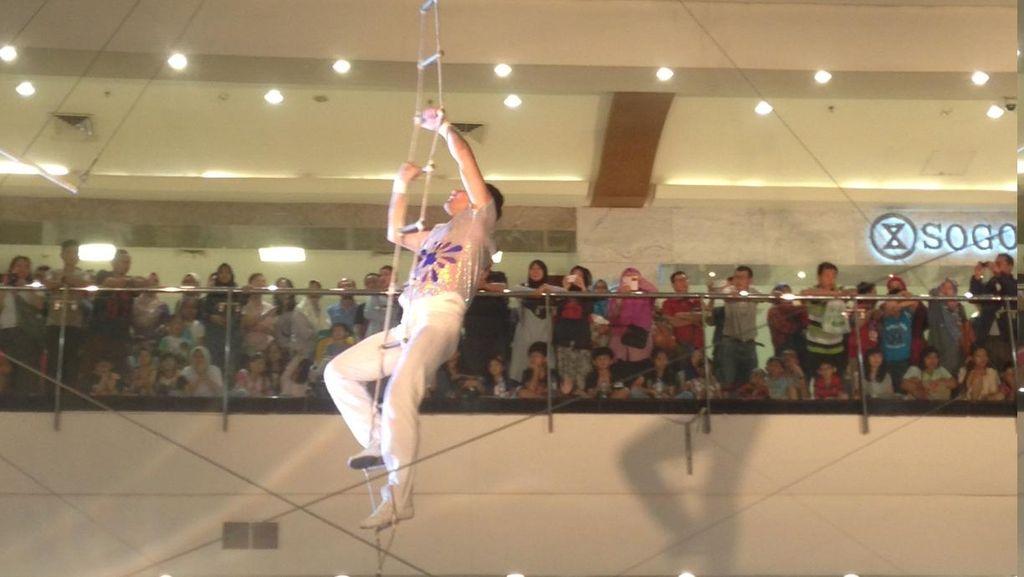 Rayakan Ramadan, Pertunjukan Flying Trapeze Hadir di Jakarta