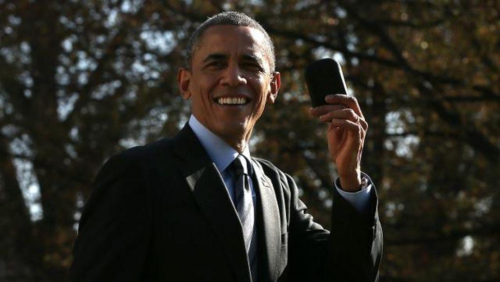 Obama Ketika Masih Lengket dengan BlackBerry