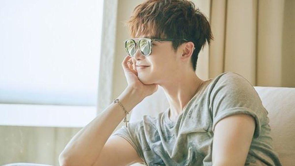 Lee Jong Suk Tunda Wamil Demi S2