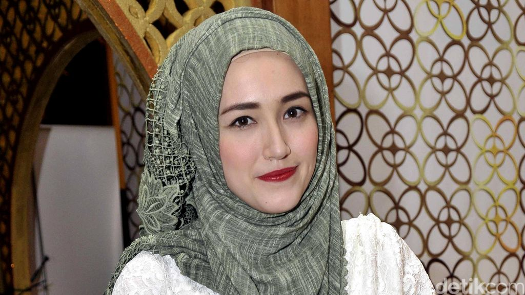 Hamil Anak Keempat, Adelia Pasha Senang Diprediksi Punya Bayi Perempuan
