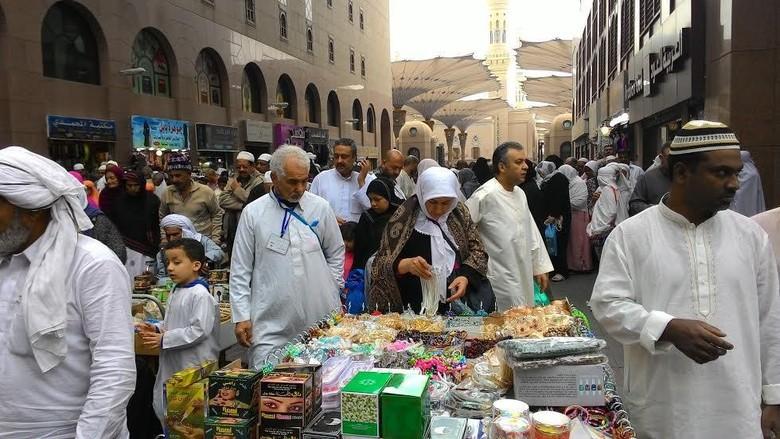 Suasana Pasar di sekitar Masjid Nabawi, Madinah (Shafa/detikTravel)