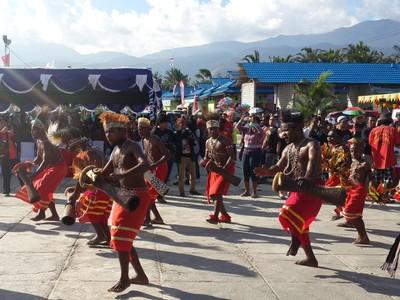 Semaraknya Soft Opening Festival Danau Sentani 2016 di Jayapura